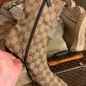 Gucci boots. Size 6